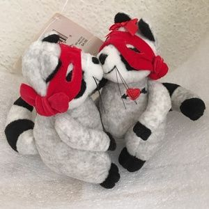 Hallmark 2003 Mini Kiss Kiss Bandit Raccoon 5""